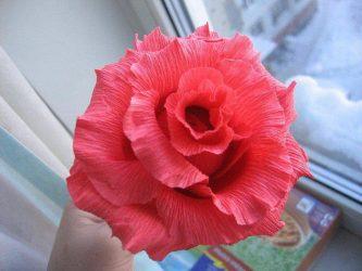 Как сделать цветы из гофрированной бумаги своими руками? 125 Фото и 5 простых мастер-классов