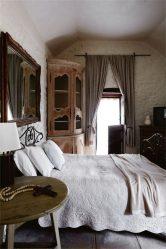 Современный угловой Шкаф-купе в спальню: от маленьких до больших. Каким может быть его наполнение?