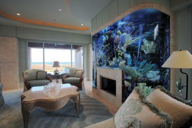 Аквариум в интерьере квартиры или дома: 145+ (Фото) видов для оформления Вашего дизайна (угловой, сухой, перегородка, маленький)