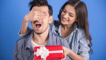 Дорогое и не очень: что подарить любимому мужчине в День рождения