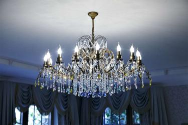 Создаем красивое освещение (150+Фото): Хрустальные люстры в интерьере гостиной и спальни (потолочные, подвесные, классические)