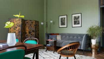 Дизайн двухкомнатной квартиры (56 кв.м.) на Патриарших прудах для владельца галереи из Бельгии