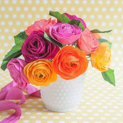 Как сделать цветы из гофрированной бумаги с конфетами своими руками? Мастер-класс +75 Фото роскошных букетов