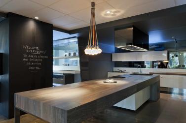 Увеличиваем пространство с помощью зеркала на кухне: Где разместить? Как подобрать? Как оформить? Выбираем оптимальные варианты (на стене, над полкой, над столом, на фартуке)